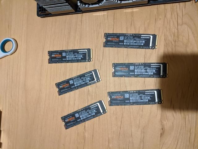 NVMe SSD 6本
